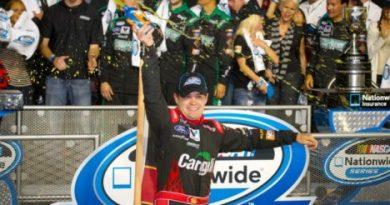 NASCAR Nationwide Series: Regan Smith vence em Homestead. Ricky Stenhouse Jr. é bi-campeão