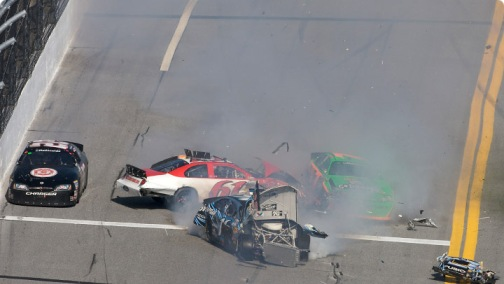 NASCAR Nationwide Series: Em prova cheia de acidentes, Tony Stewart vence em Daytona