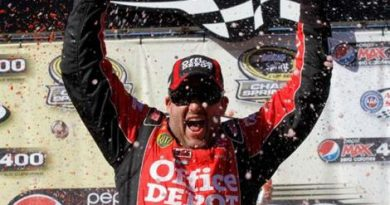 NASCAR Sprint Cup Series: Tony Stewart vence no Auto Club Speedway