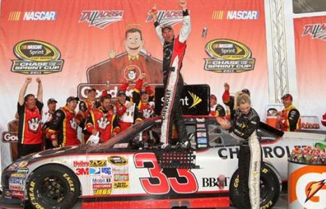 NASCAR Sprint Cup Series: Clint Bowyer vence em Talladega