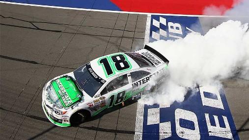 NASCAR Sprint Cup Series: Kyle Busch vence em Fontana