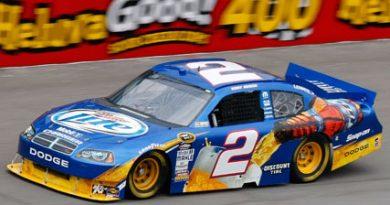 NASCAR Sprint Cup Series: Kurt Busch marca a pole em Michigan