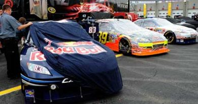 NASCAR Sprint Cup Series: Chuva cancela treino e Kurt Busch é pole para o All-Star