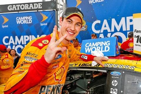 NASCAR Sprint Cup Series: Em final polêmico, Joey Logano vence a terceira seguida