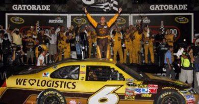 NASCAR Sprint Cup Series: David Ragan vence em Daytona