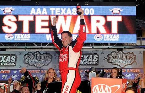 NASCAR Sprint Cup Series: Tony Stewart vence no Texas