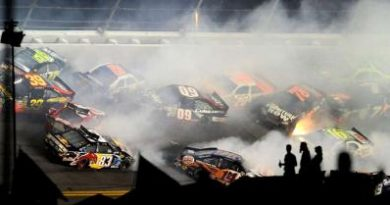NASCAR Sprint Cup Series: Kevin Harvick vence prova com duas bandeiras vermelhas