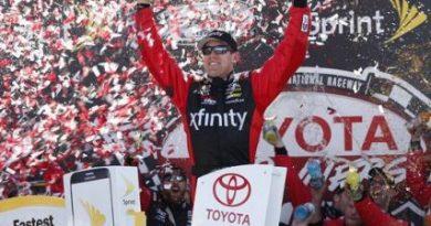 NASCAR Sprint Cup Series: Carl Edwards acerta Kyle Busch no final, e vence em Richmond