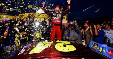 NASCAR Sprint Cup Series: Jeff Gordon vence em Martinsville
