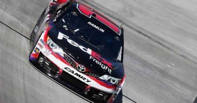 NASCAR Sprint Cup Series: Com recorde, Denny Hamlin marca a pole em Bristol