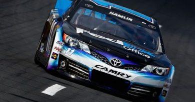 NASCAR Sprint Cup: Denny Hamlin marca a pole em Charlotte