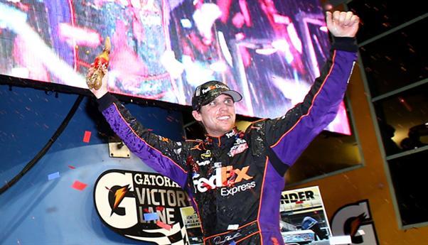 NASCAR Sprint Cup Series: Denny Hamlin vence em Homestead. Jimmie Johnson conquista seu sexto título