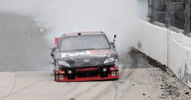 NASCAR Sprint Cup Cup: Com cirurgia marcada, Denny Hamlin vence em Martinsville