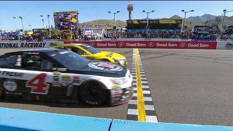 NASCAR Sprint Cup Series: Kevin Harvick bate Carl Edwards em Phoenix, por 0s010