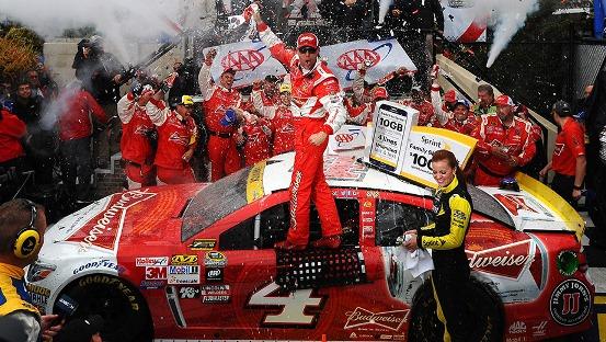 NASCAR Sprint Cup Series: Kevin Harvick vence em Dover