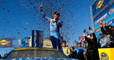NASCAR Sprint Cup Series: Kevin Harvick vence em New Hampshire