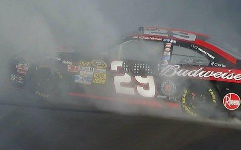 NASCAR Sprint Cup: Kevin Harvick vence prova acidentada em Phoenix