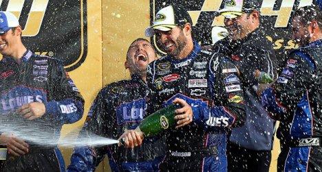 NASCAR Sprint Cup Series: Jimmie Johnson vence no Kansas