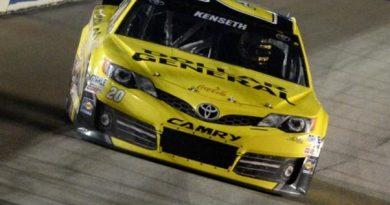 NASCAR Sprint Cup: Em prova atrasada pela chuva, Matt Kenseth vence em Chicago