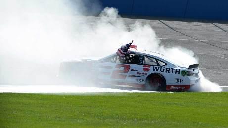 NASCAR Sprint Cup Series: Na última volta, Brad Keselowski vence em Fontana