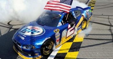 NASCAR Sprint Cup Series: Economizando combustível Brad Keselowski vence no Kansas