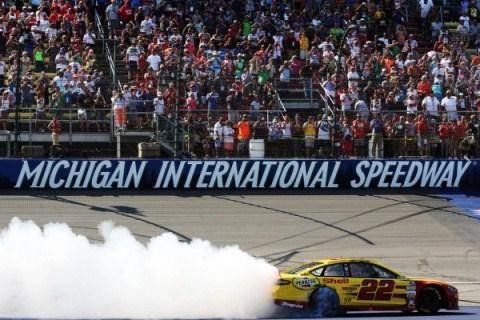 NASCAR Sprint Cup Series: Joey Logano vence em Michigan