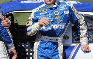 NASCAR Sprint Cup Series: Tony Stewart fora do restante da temporada. Mark Martin é o substituto