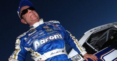 NASCAR Sprint Cup: Mark Martin sai na pole em Phoenix
