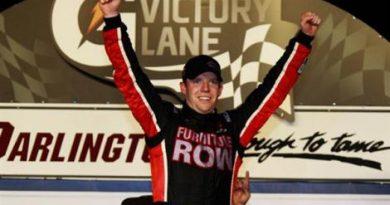 NASCAR Sprint Cup Series: Em Darlington, Regan Smith vence pela primeira vez