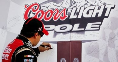 NASCAR Sprint Cup Series: Tony Stewart sai na pole em Atlanta