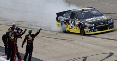 NASCAR Sprint Cup: Tony Stewart vence em Dover