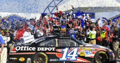 NASCAR Sprint Cup Series: Tony Stewart vence em Las Vegas