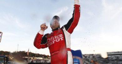NASCAR Sprint Cup Series: Tony Stewart vence em Martinsville