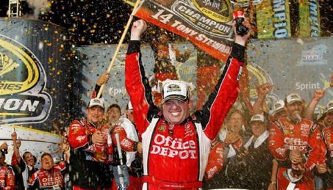 NASCAR Sprint Cup Series: Tony Stewart vence em Miami, e é o Campeão de 2011