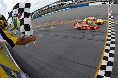 NASCAR Sprint Cup Series: Por 0s011 de vantagem, Kevin Harvick vence em Talladega