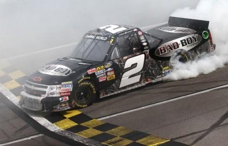 NASCAR Truck Series: Clint Bowyer vence em Kansas