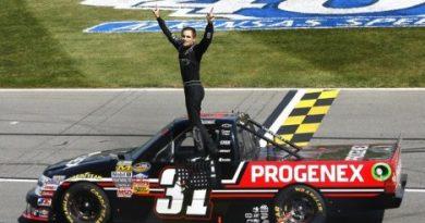 NASCAR Truck Series: James Buescher vence no Kansas