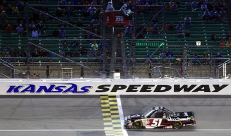 NASCAR Camping World Truck Series: Kyle Busch vence no Kansas