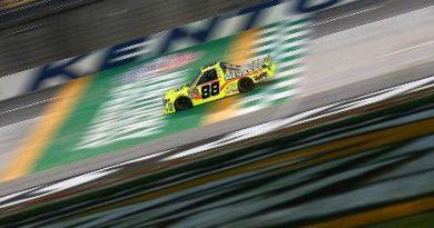 NASCAR Truck Series: Matt Crafton vence prova encurtada por bandeira vermelha