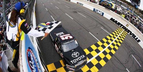 NASCAR Truck Series: Denny Hamlin vence em Martinsville. Nelsinho Piquet é 2º