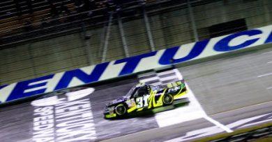 NASCAR Truck Series: James Buescher vence em Kentucky