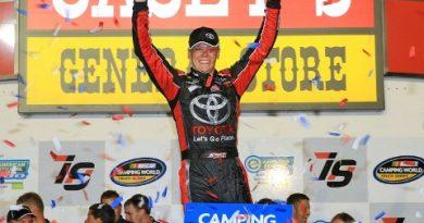 NASCAR Truck Series: Erik Jones vence em Iowa