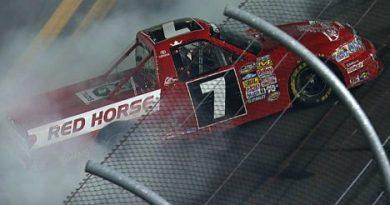 NASCAR Truck Series: Em prova acidentada John King vence em Daytona
