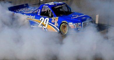 NASCAR Truck Series: Joey Logano vence em Martinsville