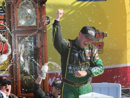 NASCAR Truck Series: Johnny Sauter vence em Martinsville