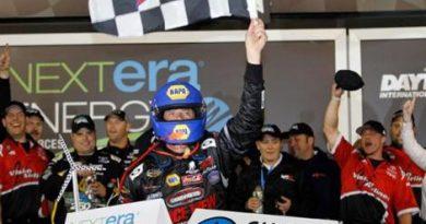 NASCAR Truck Series: Michael Waltrip vence em Daytona. Miguel Paludo é 4º