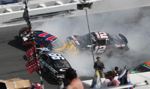 Nascar Series: Tony Stewart vence na Nationwide e Todd Bodine na Truck