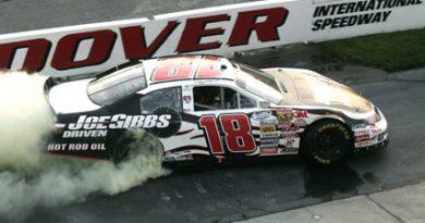Nationwide Series: Denny Hamlin vence em Dover