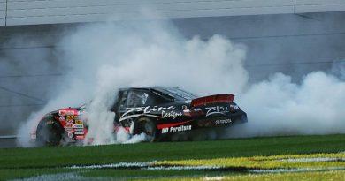 Nationwide Series: Denny Hamlin vence no Kansas