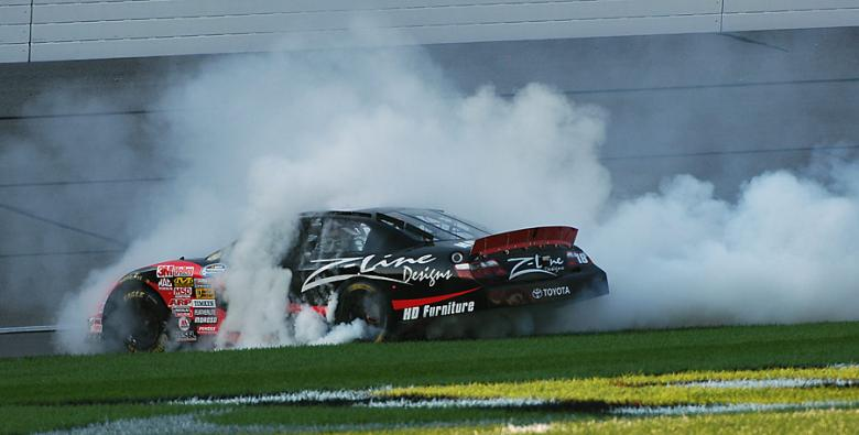 Nationwide Series: Denny Hamlin vence no Kansas